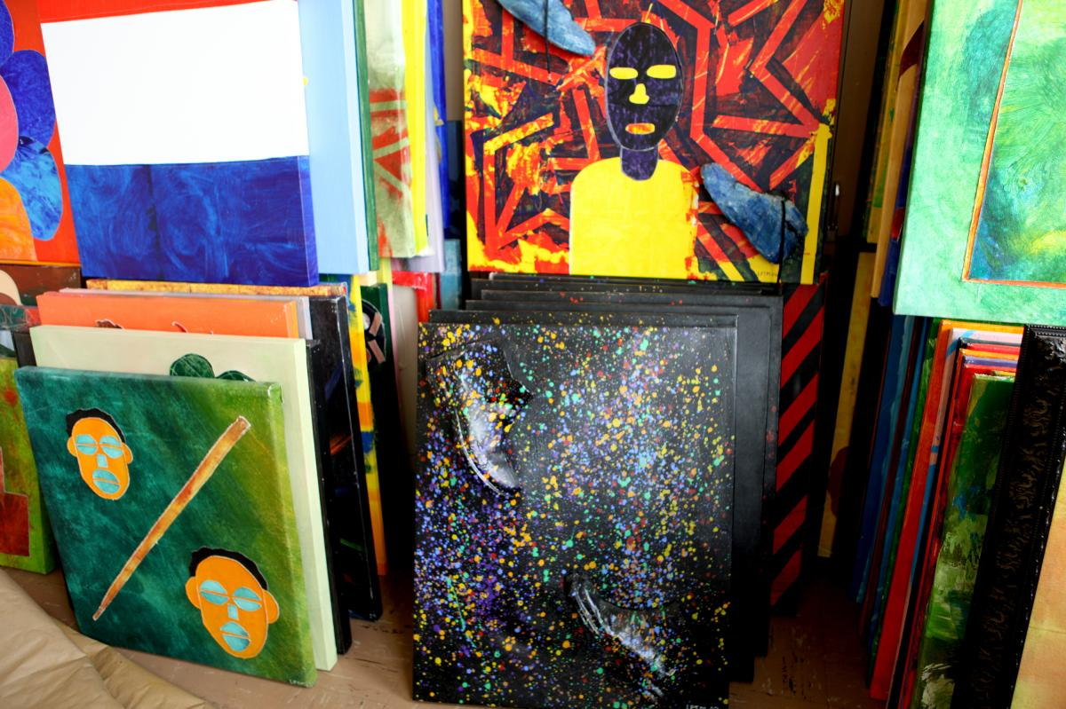 Life Pieces to Masterpieces has a distinct style of art, using scraps of canvas to be sewn on a larger canvas.