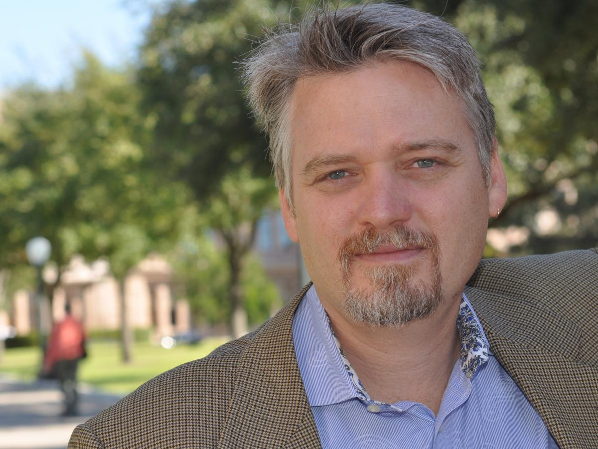 Chris Tomlinson spent more than a decade reporting on wars and conflicts, including the end of the genocide in Rwanda, ethnic clan fighting in Somalia and religious battles in Sudan.