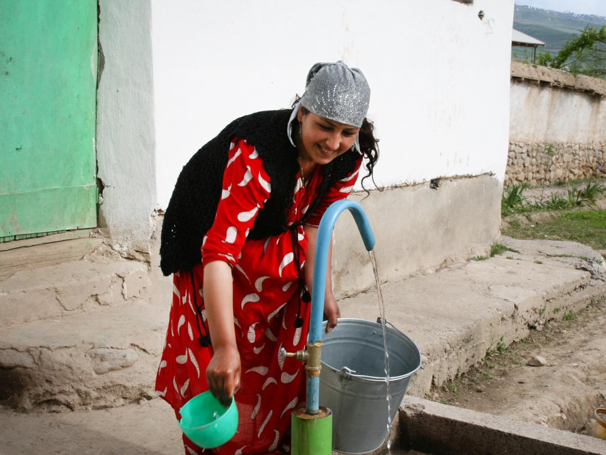 Before the local government built a tap in her yard, Rahmonova Parvina, 26, used to spend half a day trekking up and down a hill to get water. Now she says that she has time to earn money by sewing.