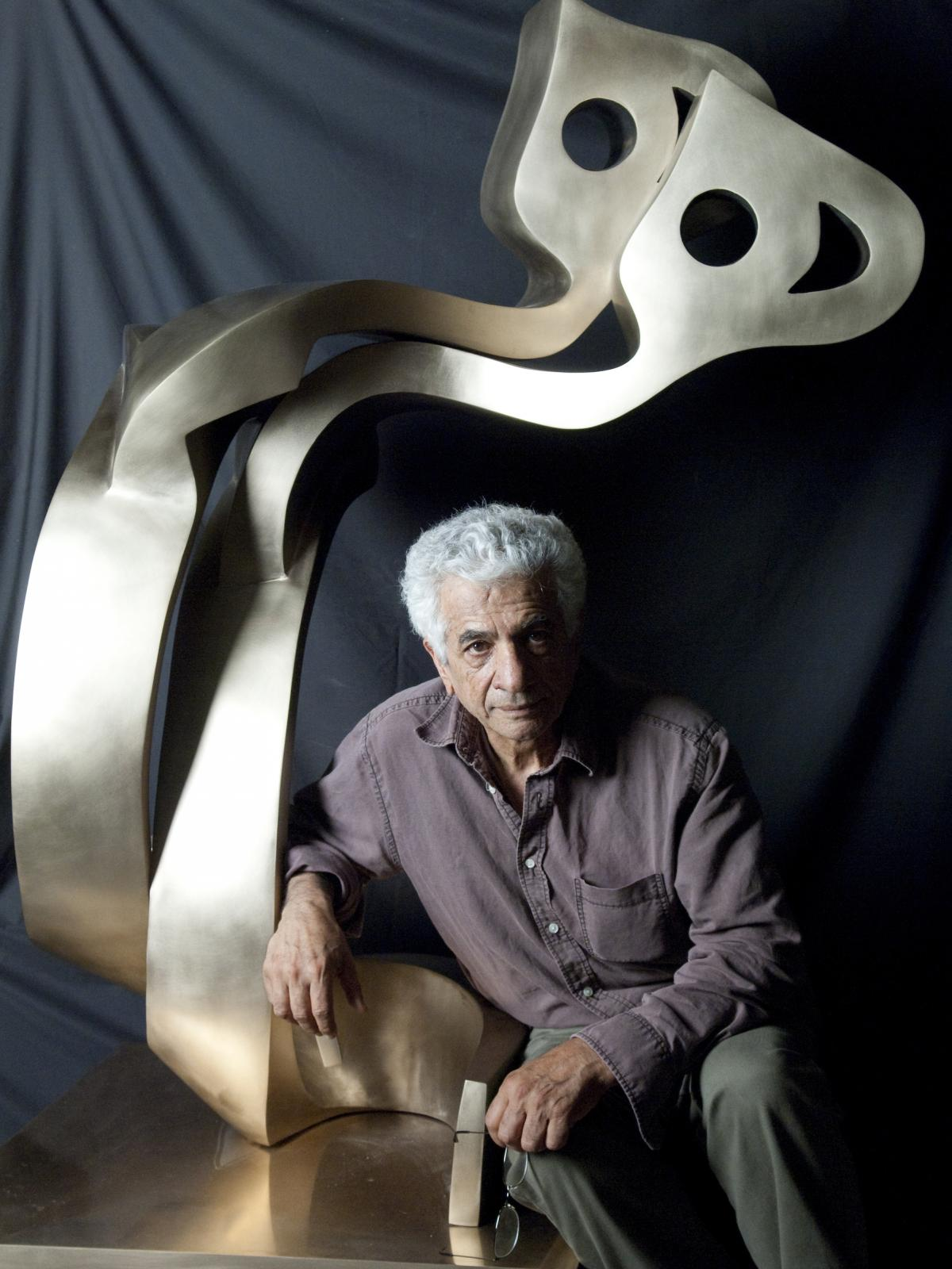 Artist Parviz Tanavoli with his sculpture Big Heech Lovers.