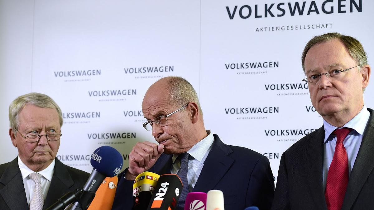 Volkswagen board members Wolfgang Porsche (from left), Berthold Huber and Stephan Weil attend a news conference to announce Martin Winterkorn's decision to resign as Volkswagen CEO on Sept. 23, in Wolfsburg, Germany.