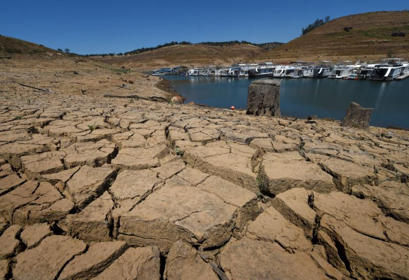 The New Melones Lake reservoir is seen at less than 20 percent capacity on May 24, 2015. (Mark Ralston/AFP/Getty Images)