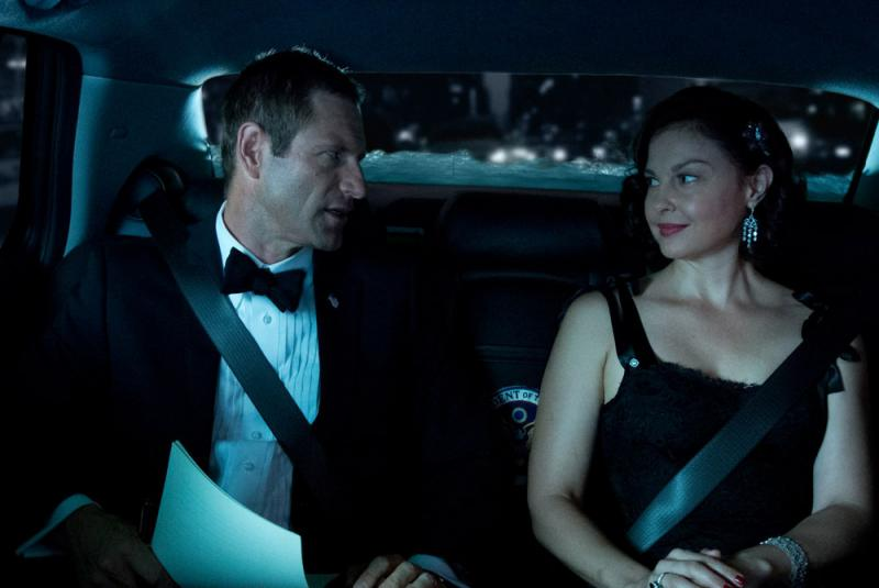 Aaron Eckhart and Ashley Judd as the president and first lady in Olympus Has Fallen.