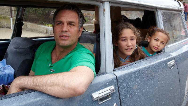 Mark Ruffalo, Imogene Wolodarsky and Ashley Aufderheide in Infinitely Polar Bear.