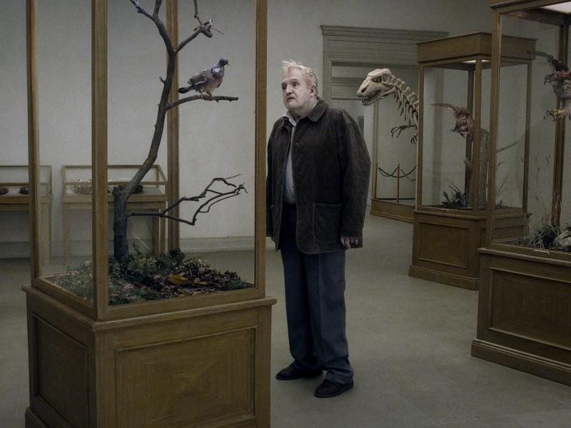 Andersson's new film, A Pigeon Sat on a Branch Reflecting on Existence, consists of a series of absurdist episodes. It opens with a man (Per Bergqvist) wandering a museum, looking at exhibits of stuffed birds.