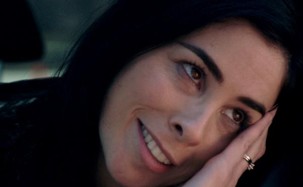 Sarah Silverman plays a profoundly depressed woman who has gone off her medication in the film I Smile Back.