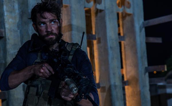 John Krasinski plays Jack Silva in a scene from 13 Hours: The Secret Soldiers of Benghazi.