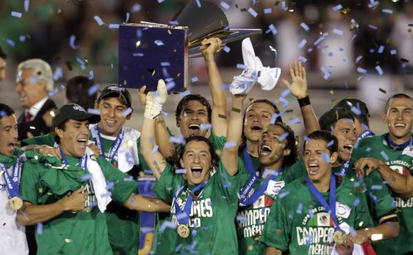 Members of the Mexico team celebrate a 4-2 win against the United States in the CONCACAF Gold Cup soccer final at the Rose Bowl in Pasadena, Calif., June 25, 2011.