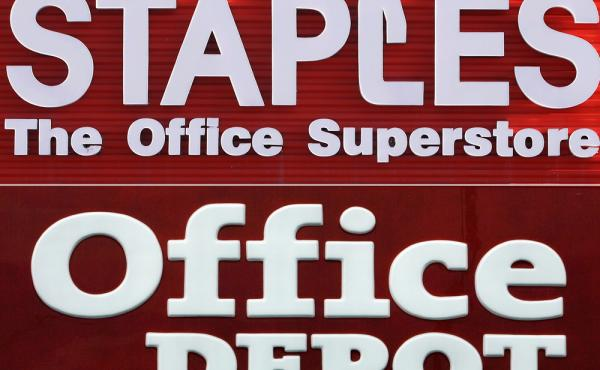 A federal judge blocked the merger of Staples and Home Depot, saying Tuesday that the government had made the case that the merger had a