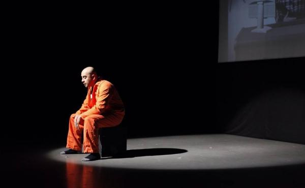 Performing in his play Djihad, writer/director and lead actor Ismaël Saïdi plays a character lamenting his life in prison upon returning from fighting in Syria.