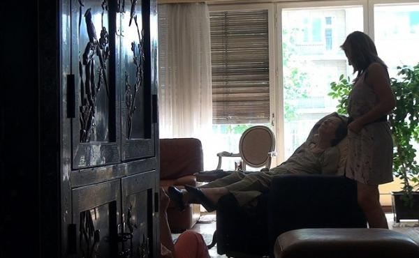 In No Home Movie, the director, Chantal Akerman, films her elderly Polish mother in her Brussels apartment.