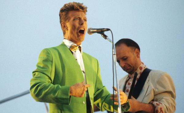 David Bowie performing with Tin Machine guitarist Reeves Gabrels in 1991.