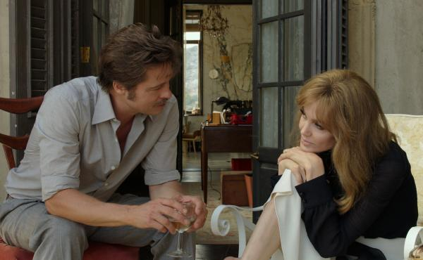 Roland (Brad Pitt) and Vanessa (Angelina Jolie Pitt) are married artists in By the Sea.