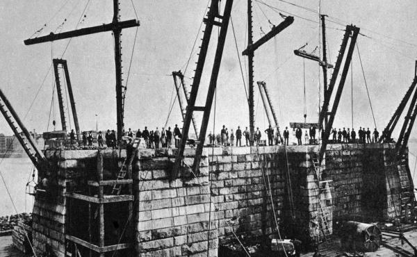 The design of the Brooklyn Bridge allowed for two wine cellars, one on each shore.