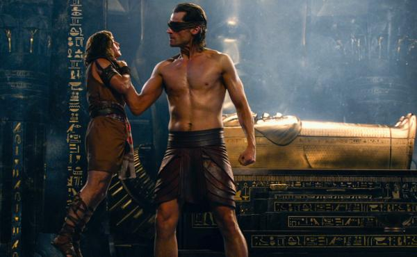 Bek (Brenton Thwaites, left) and Horus (Nikolaj Coster-Waldau, right) in Gods of Egypt.