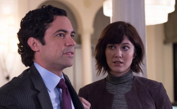 On the CBS series BrainDead, Laurel Healy (Mary Elizabeth Winstead) returns home to Washington, D.C., to work for her brother, Sen. Luke Healy (Danny Pino), only to find herself embroiled in two huge problems: The government has stopped working due to bud