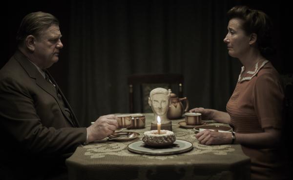 Otto (Brendan Gleeson) and Anna (Emma Thompson) are Alone in Berlin.