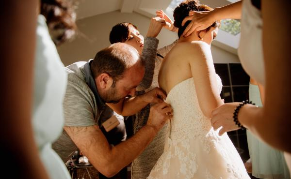 Ibrahim Halil Dudu is a master tailor. He's also a Syrian refugee living in Ontario, and when the bride next door's zipper broke, he came to the rescue.