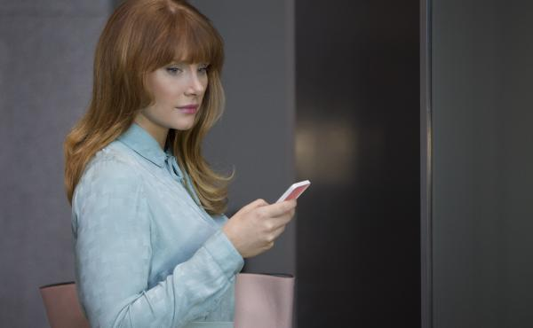 In the new season of Black Mirror, Bryce Dallas Howard plays a young woman in a future just a little ahead of our own, where everyone uses a smartphone to rate the people they encounter.