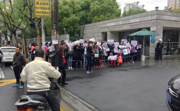Investors in Zhongjin, a wealth-management company that collapsed this month, demonstrate outside a police office in Shanghai's Hongkou district, demanding repayment of their funds. Police later detained one of the demonstrators for distributing protest T