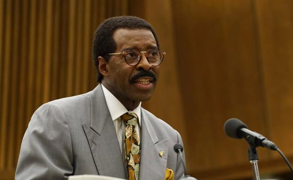 "Courtney B. Vance — pictured above in his role as Johnnie Cochran in The People v. O.J. Simpson — says the miniseries is a ""perfect opportunity for us to begin the process"" of talking about the nation's deep racial divide. ""It's not going to happen ov"