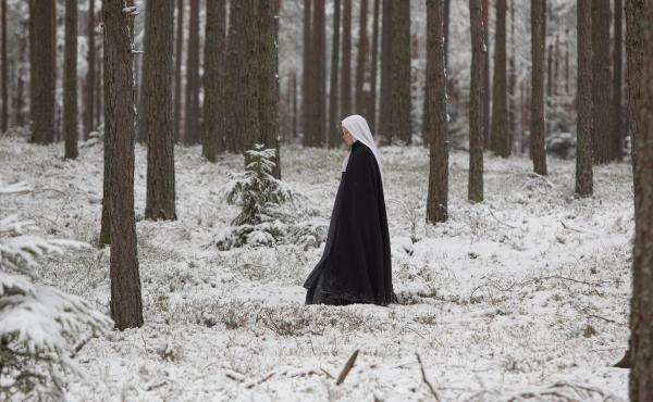 A group of nuns deals with loss and violence in The Innocents.