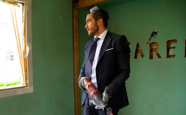 Jake Gyllenhaal demolishes his life in Demolition, first emotionally, and then with power tools.