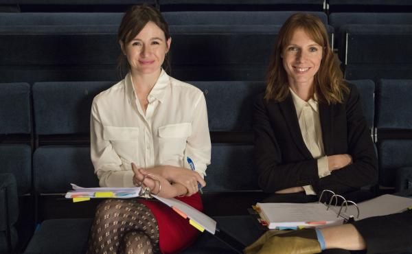 Real-life best friends Emily Mortimer and Dolly Wells star in HBO's Doll & Em, in which fictional versions of themselves try to write an off-Broadway play together.