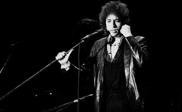 Bob Dylan performs on July 4, 1978 at the Pavillon de Paris.