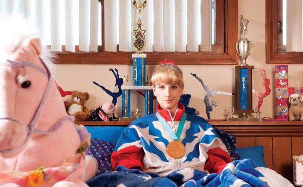 Melissa Rauch plays Hope in The Bronze.