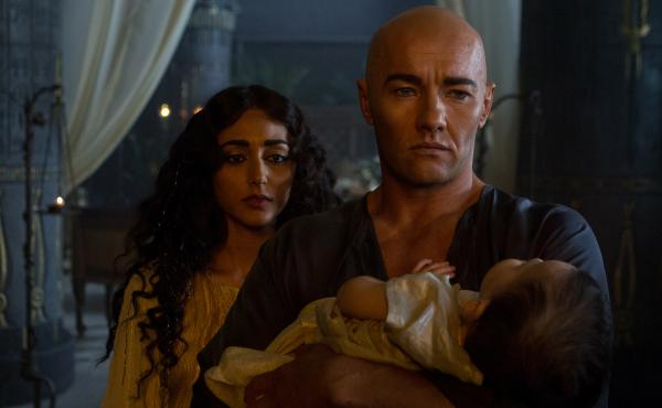 Rameses (Joel Edgerton) and his wife Nefertari (Golshifteh Farahani) try to save their stricken child, a victim of one of the plagues, in Exodus: Gods And Kings.