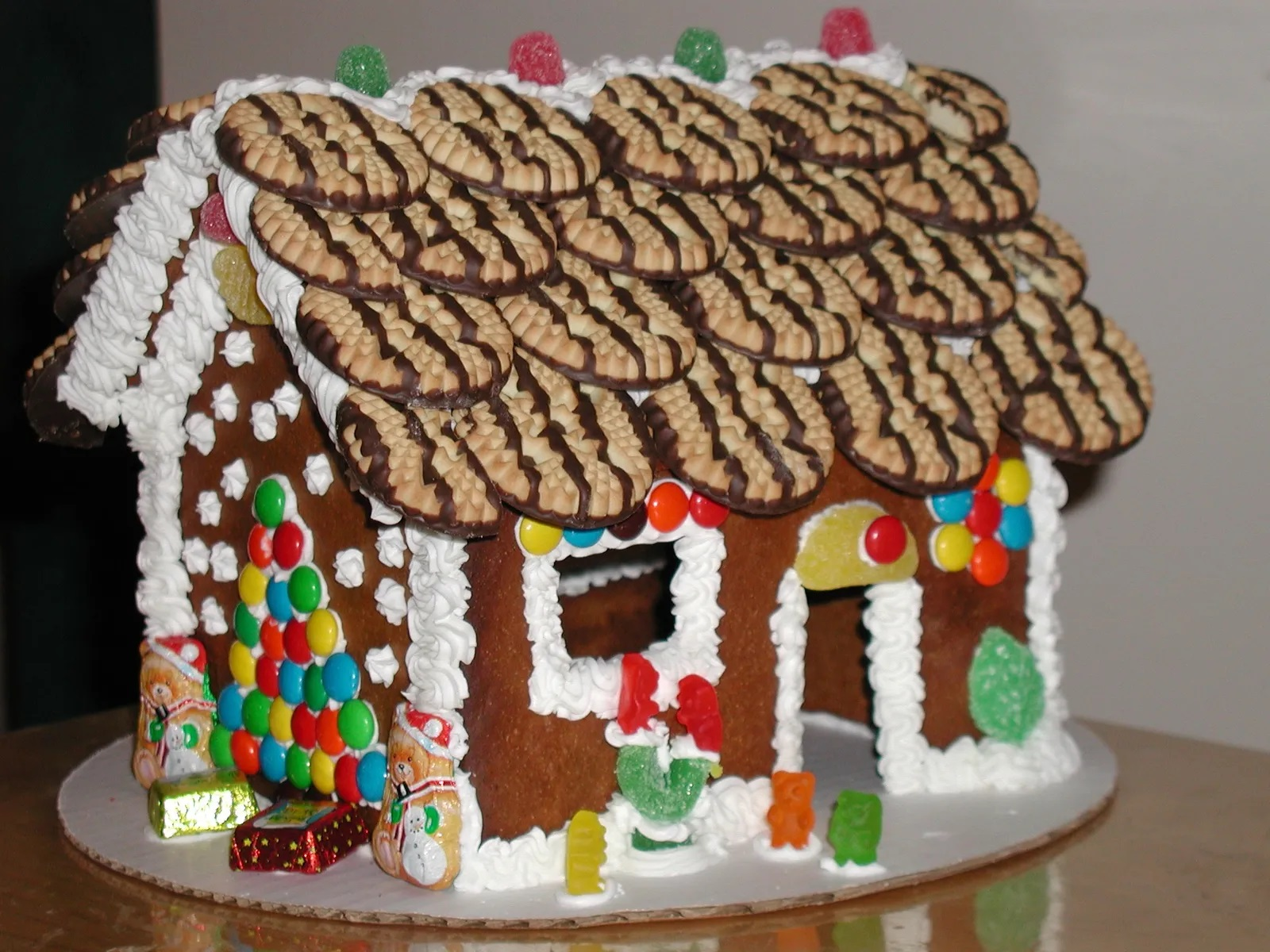 Gingerbread House Decorating For The Entire Family 88 5 Wfdd