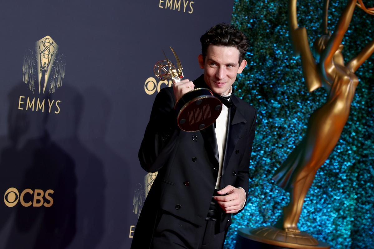 """""""The Crown"""" star Josh O'Connor, winner of the award for outstanding lead actor in a drama series, poses in the press room during the 73rd Primetime Emmy Awards."""
