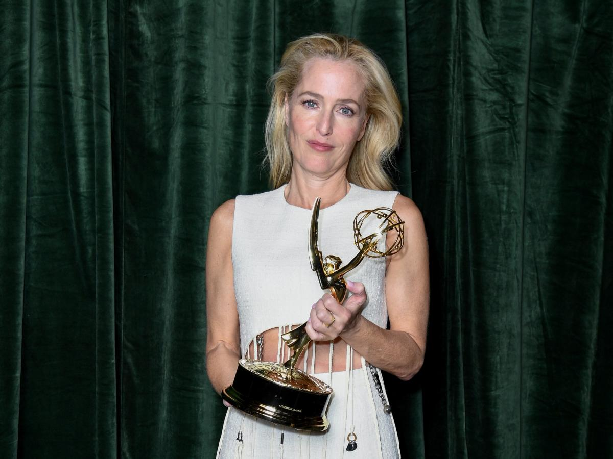 """Gillian Anderson with her Emmy award for 'Outstanding Supporting Actress for a Drama Series', in the """"The Crown"""""""