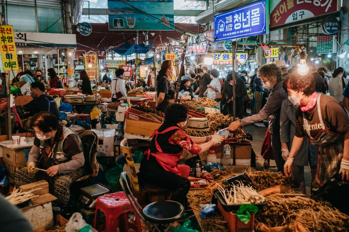 Before the holiday, shoppers buy groceries at Gyeongdong Market in eastern Seoul for the preparation of ritual foods for Chuseok.