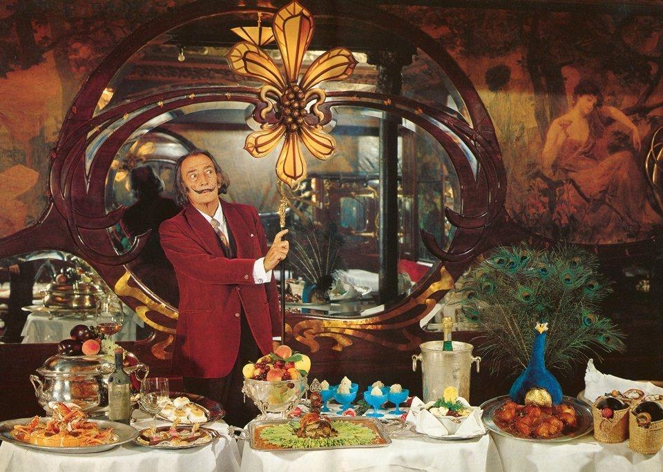 Salvador Dalí's dinner parties were legendary for their opulence and bizarre fare. In 1973, Dalí immortalized these freakish feasts in the book Les Diners de Gala.