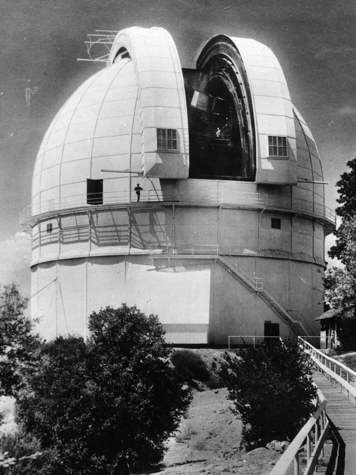 The Hooker telescope dome at the Mount Wilson Observatory, circa 1921.