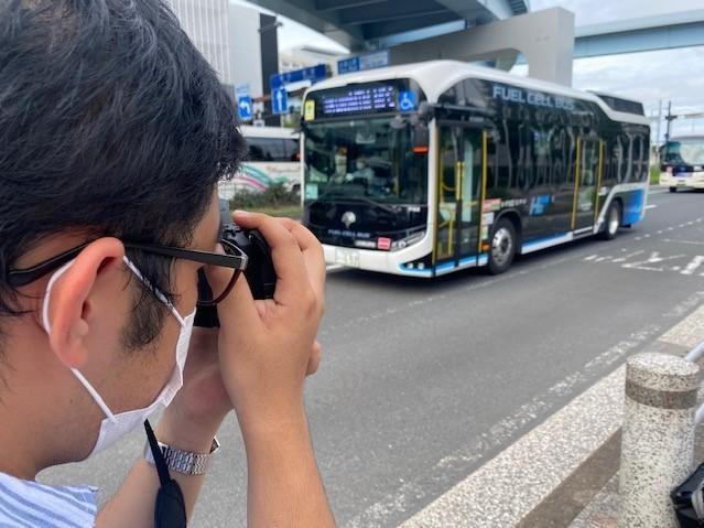 University student Jun Yasazaki posts his bus photos on Twitter and Instagram.