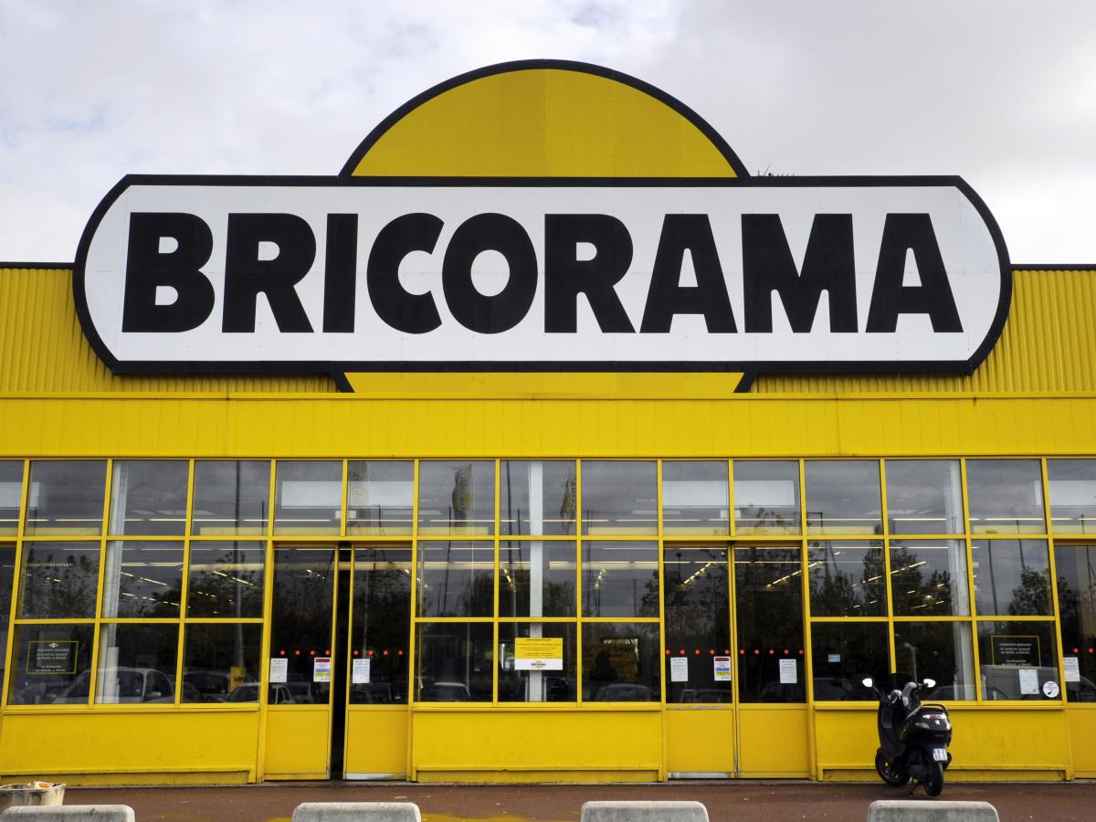 Home improvement retail chain Bricorama is one of several stores that have opened their doors on Sundays in defiance of the legal ban.