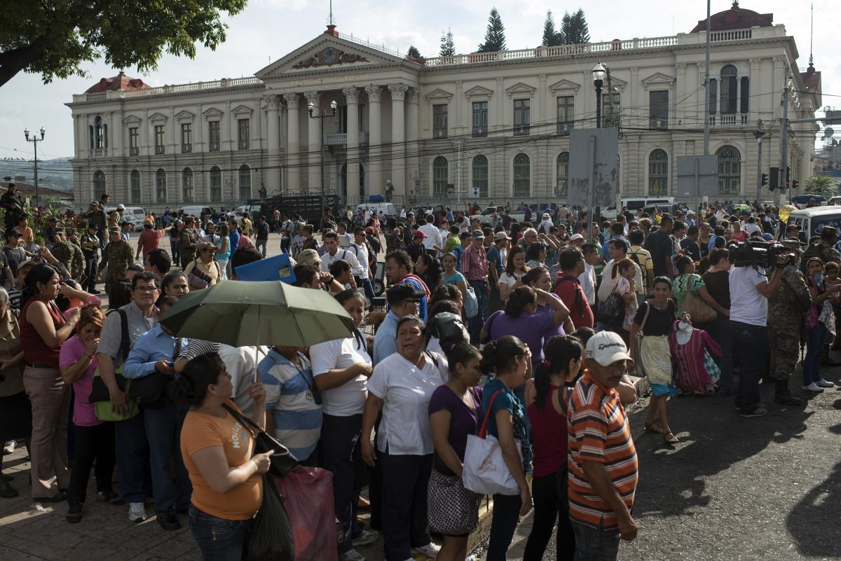 The gang-imposed ban on public transportation left thousands of Salvadorans scrambling for a way to commute.