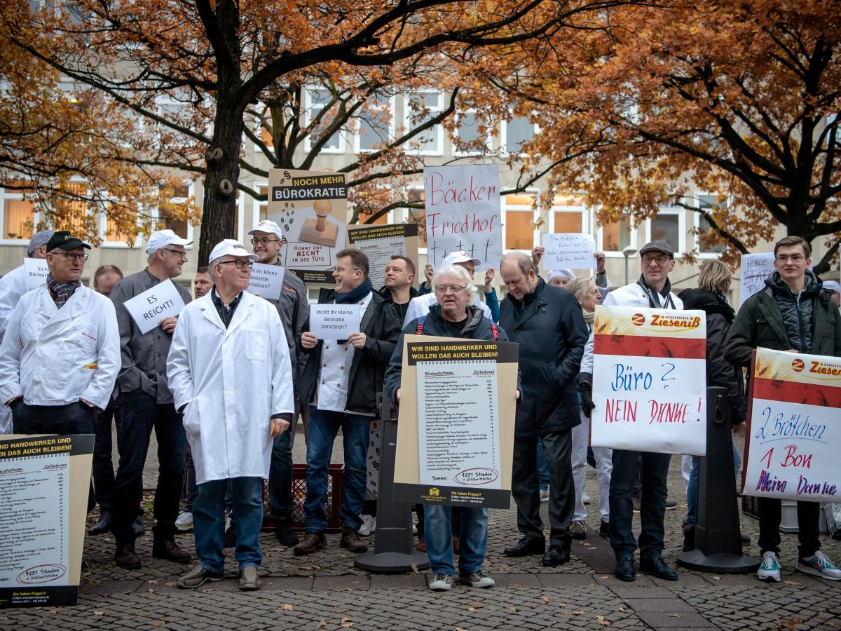 Bakers demonstrated against the receipt law in Hanover in November, seeing it as a symbol of increased bureaucratization. The law went into effect last month.
