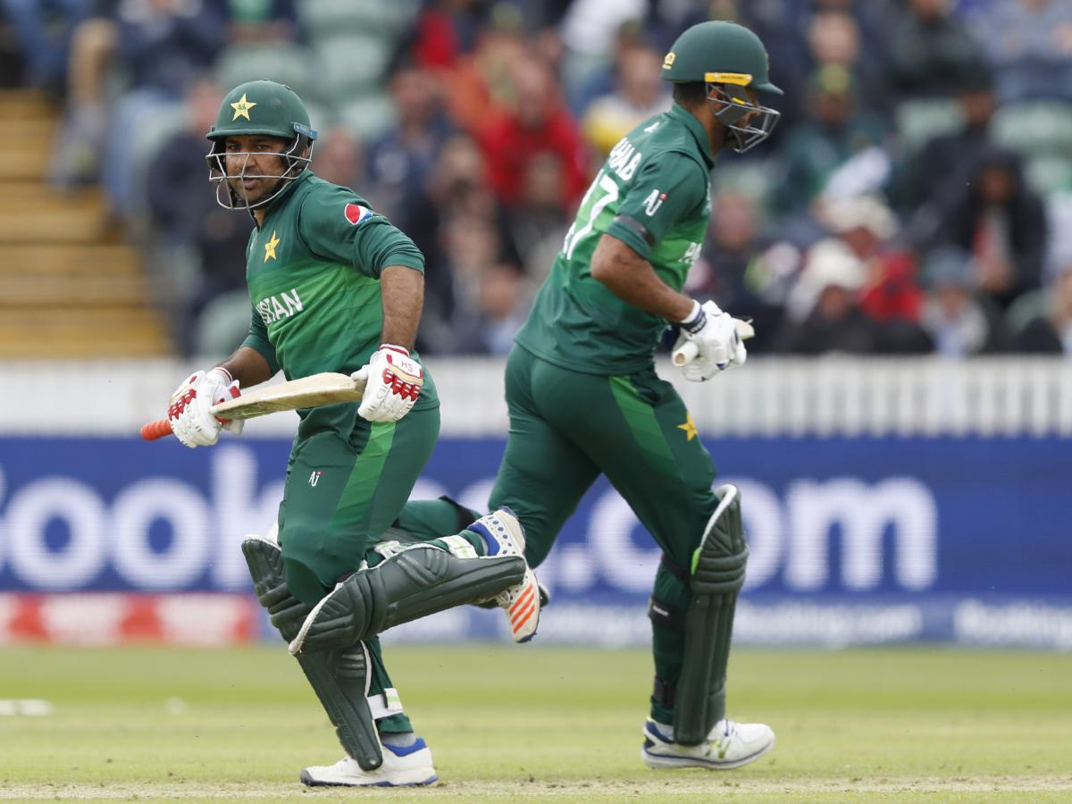Pakistan's captain Sarfaraz Ahmed (left) passes teammate Wahab Riaz during the Cricket World Cup match between Australia and Pakistan in Taunton, England, on Wednesday.
