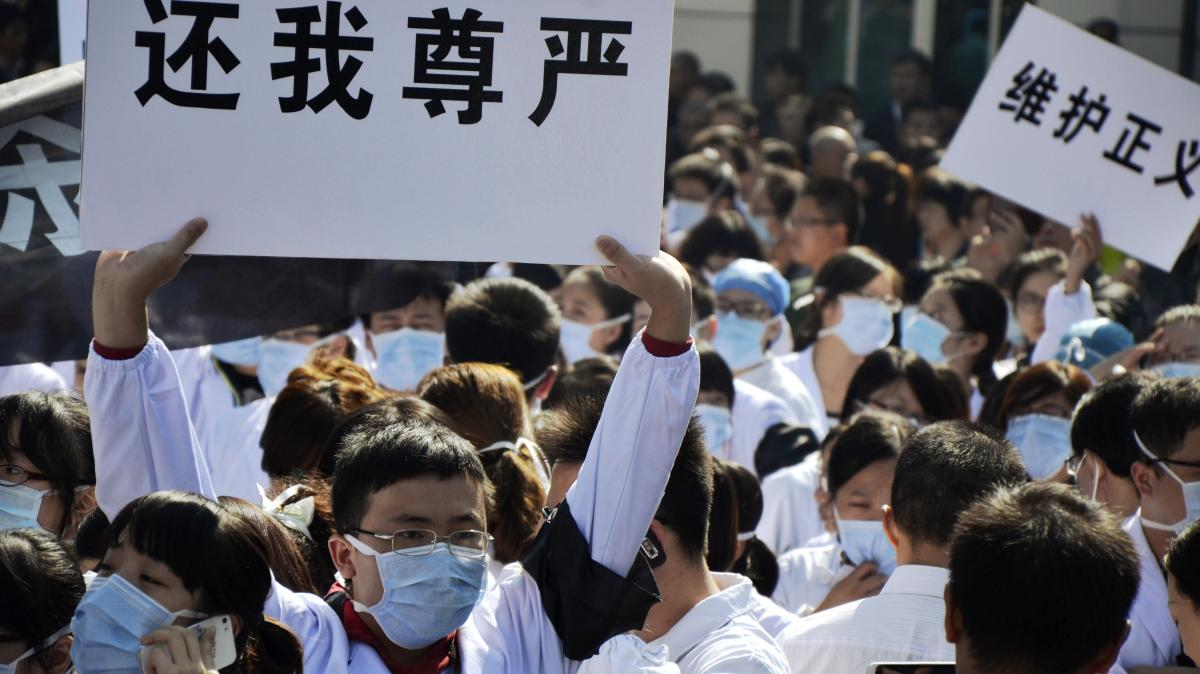 Hospital workers protest against attacks on medical workers outside the No. 1 People's Hospital in Wenling, in east China's Zhejiang province, on Oct. 28. The protest came after a man stabbed three doctors, killing one, three days earlier.