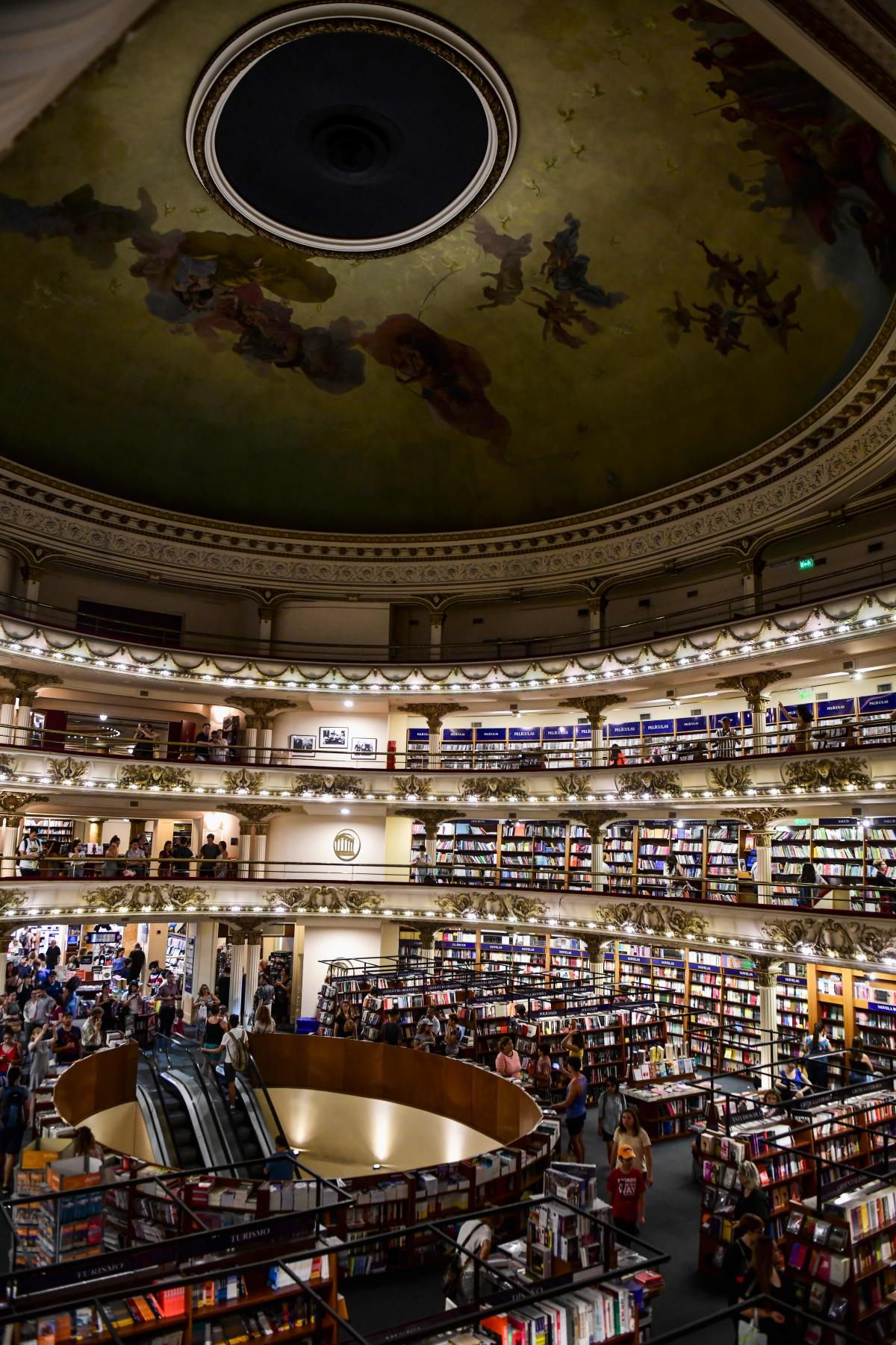 The theater that now houses El Ateneo Grand Splendid bookstore had a domed roof that opened.