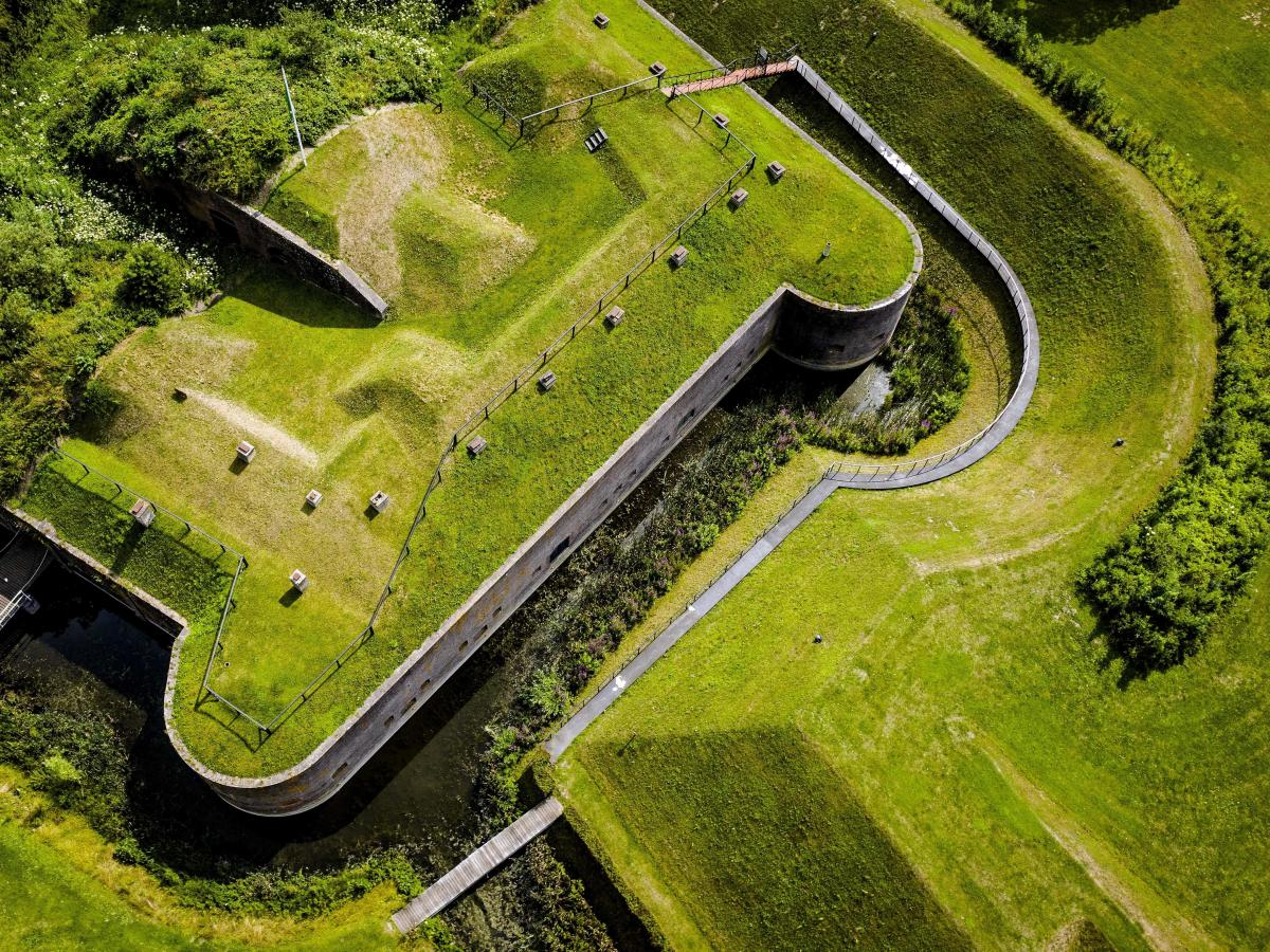 The New Dutch Waterline is a historic defense line built in 1815 between Muiden and Gorinchem. In 2021, it became a UNESCO World Heritage site.