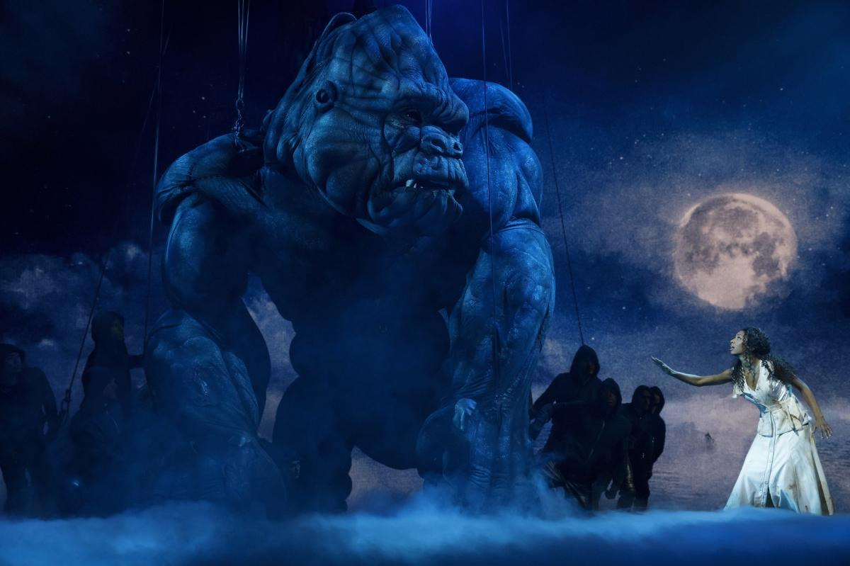 Ten puppeteers, dressed in all black, are required onstage to operate King Kong. The gorilla stars opposite Christiani Pitts, who plays Ann Darrow.