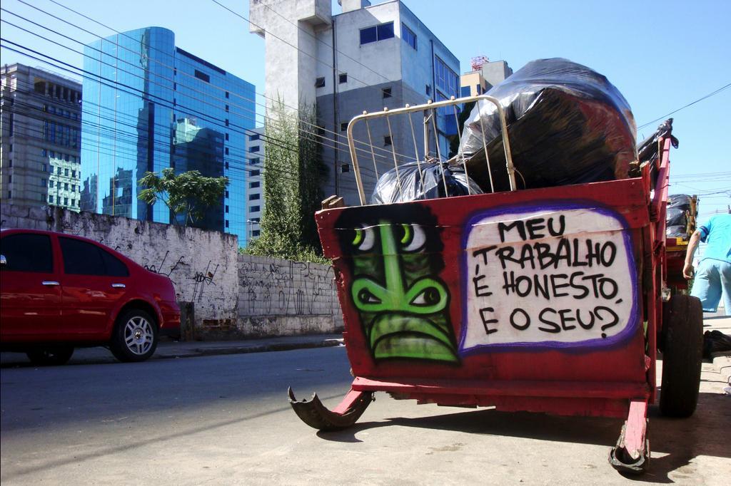 MTV Pimps Cars, Brazil Pimps Trash Carts | 88.5 WFDD