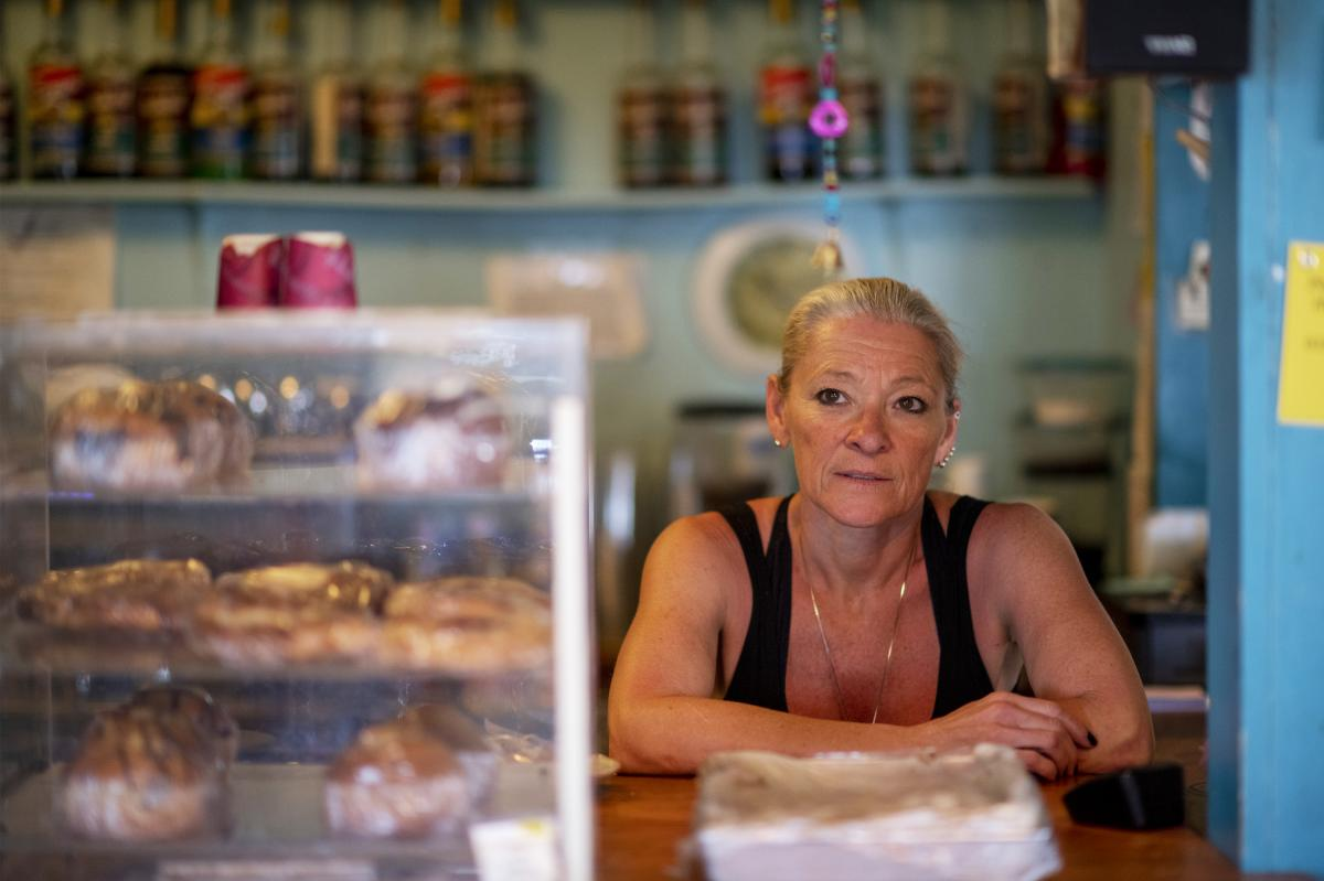 Heidi Richter works behind the counter at Caffe Aribac. Her customers include long-time locals, militia members, Border Patrol agents, and volunteers for the humanitarian groups that leave food and water for border-crossers out in the desert.