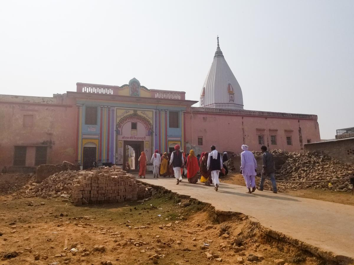 The old quarter of Ayodhya is home to dozens of Hindu temples dedicated to the god Lord Ram and related gods. This remains one of the most sensitive areas in India after the 1992 destruction of the Babri mosque. Thousands of people, mostly Muslims, were k