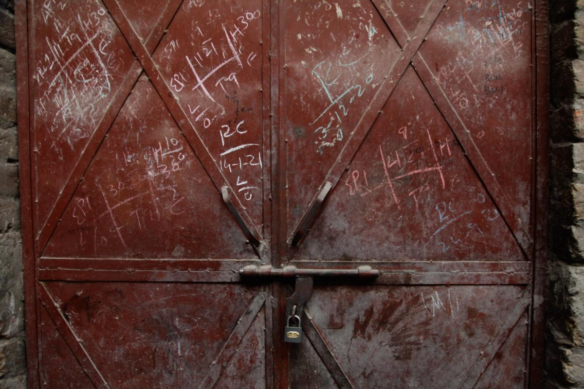 Many doors in Pakistan are marked with information about which children in the home have been vaccinated.